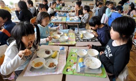 Makan Siang Anak Sekolah Jepang Terbaik di Dunia?