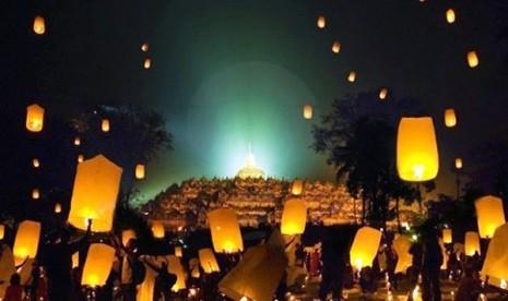 Nikmati Atraksi Pelepasan Lampion di Borobudur