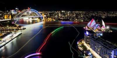 Qantas Tawarkan Penerbangan Gratis Nikmati Vivid Sydney, Mau?