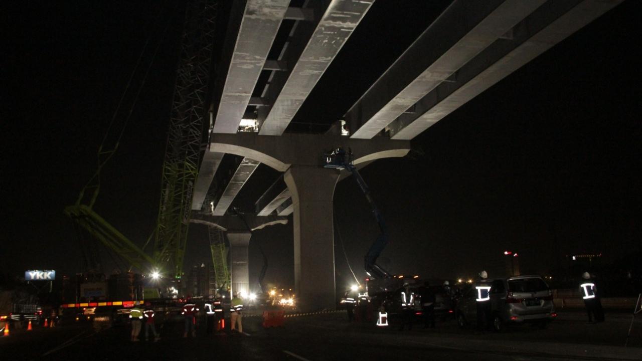 Tol Jakarta Arah Cikampek Macet 10 KM, Imbas Proyek Tol Elevated