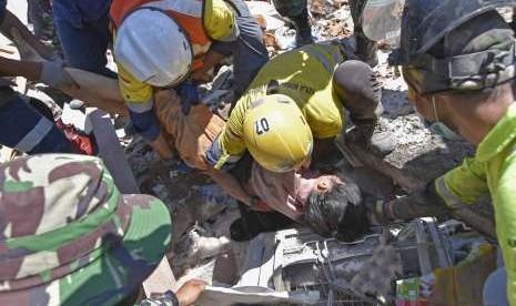 Korban Gempa Bertambah Jadi 105 Orang Meninggal